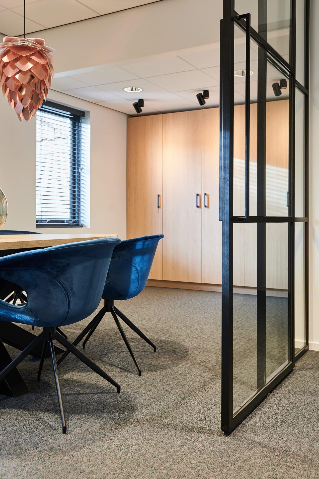 interieurontwerp resultaat kantoor spreekkamer installatiebedrijf